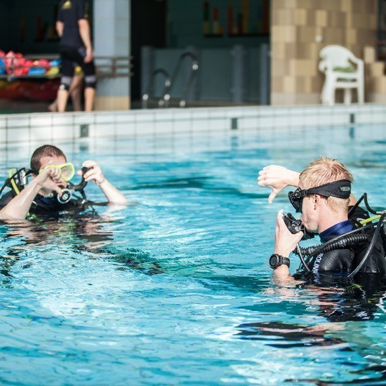 Dykning i svømmehal